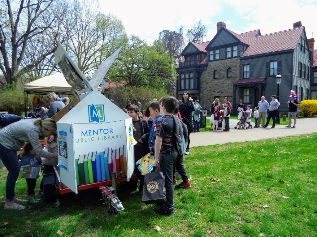 Our Pop-Up Library is always busy when it visits James A. Garfield National Historic Site.