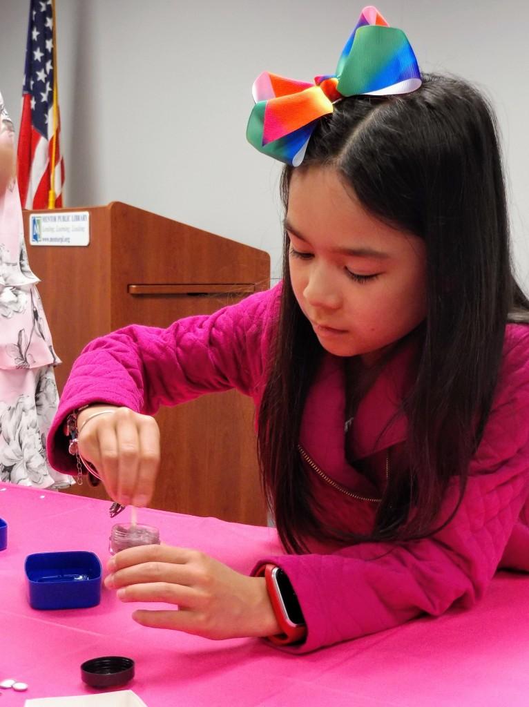 Alexandra mixes her custom-made lip gloss.