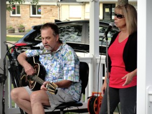 Travelin' Man Band will perform a free concert at our Lake Branch Wednesday evening.