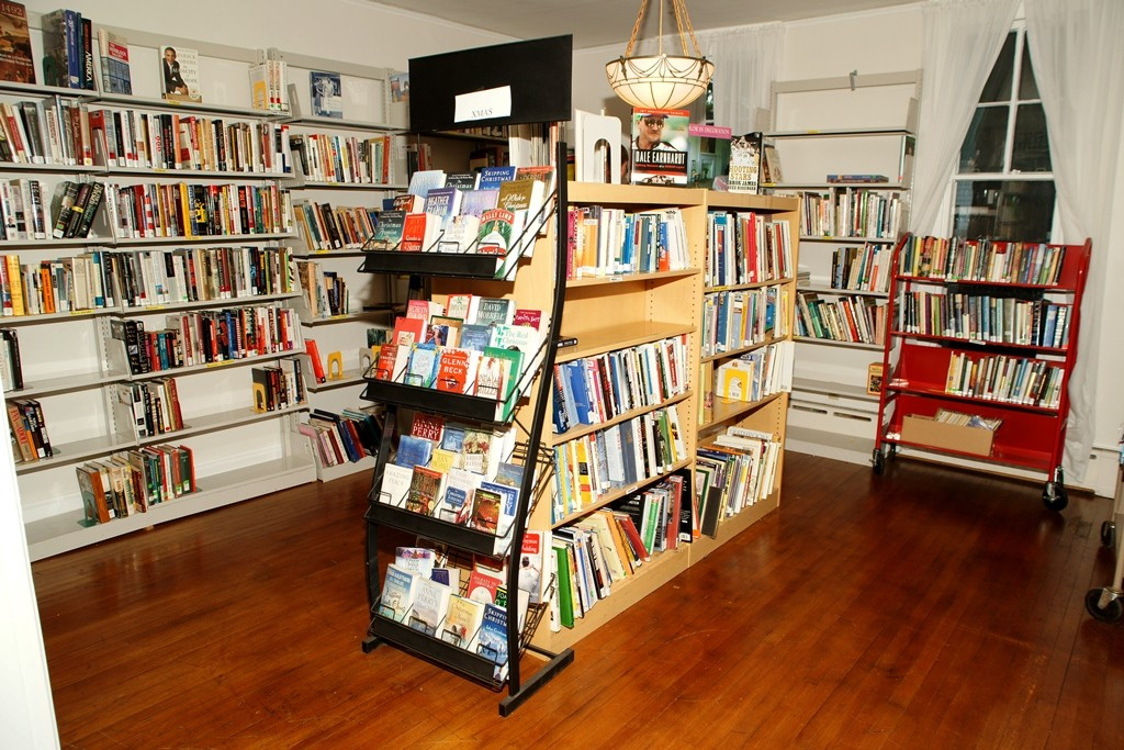 Buy as many books as you can fit into a bag for $5 this weekend at MPL's Read House.