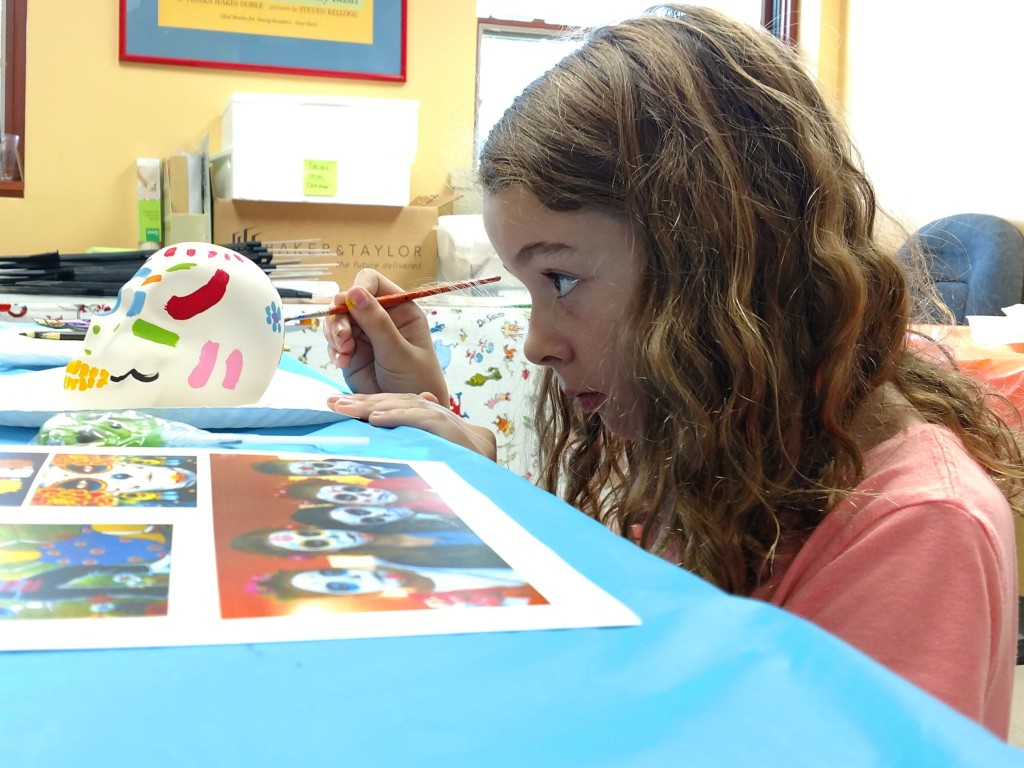 Sarah paints flowers on the back of her skull during Studio MPL.