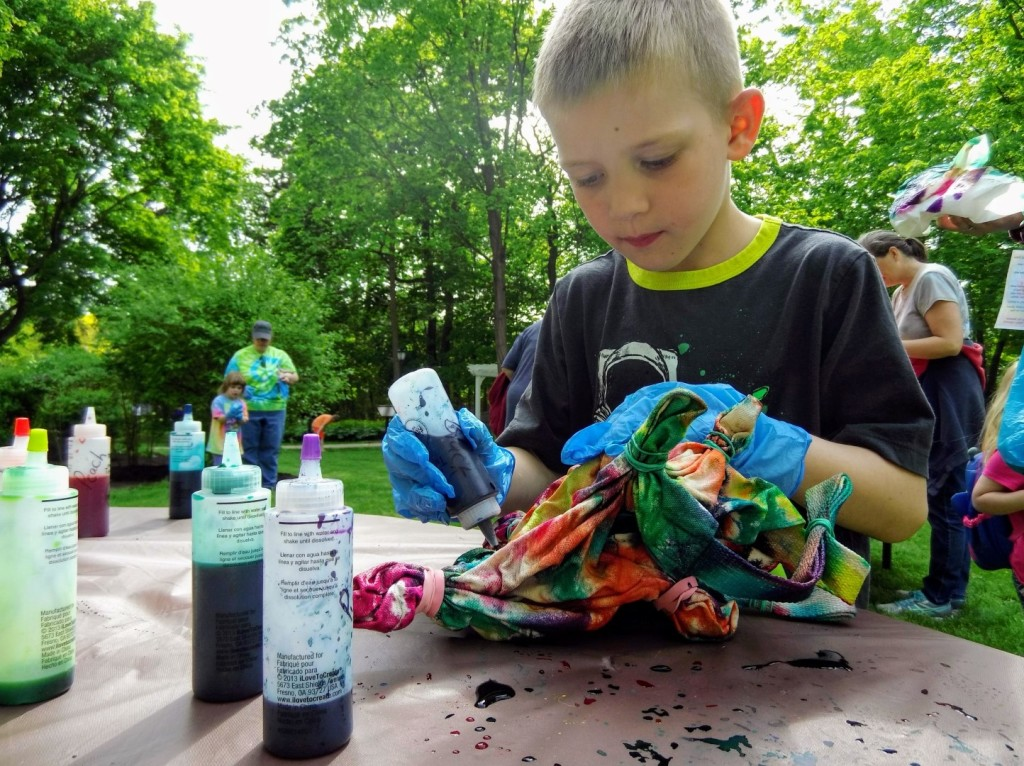 Liam adds another spray of color to his tye-dye bag at Mentor Public Library's Read House.