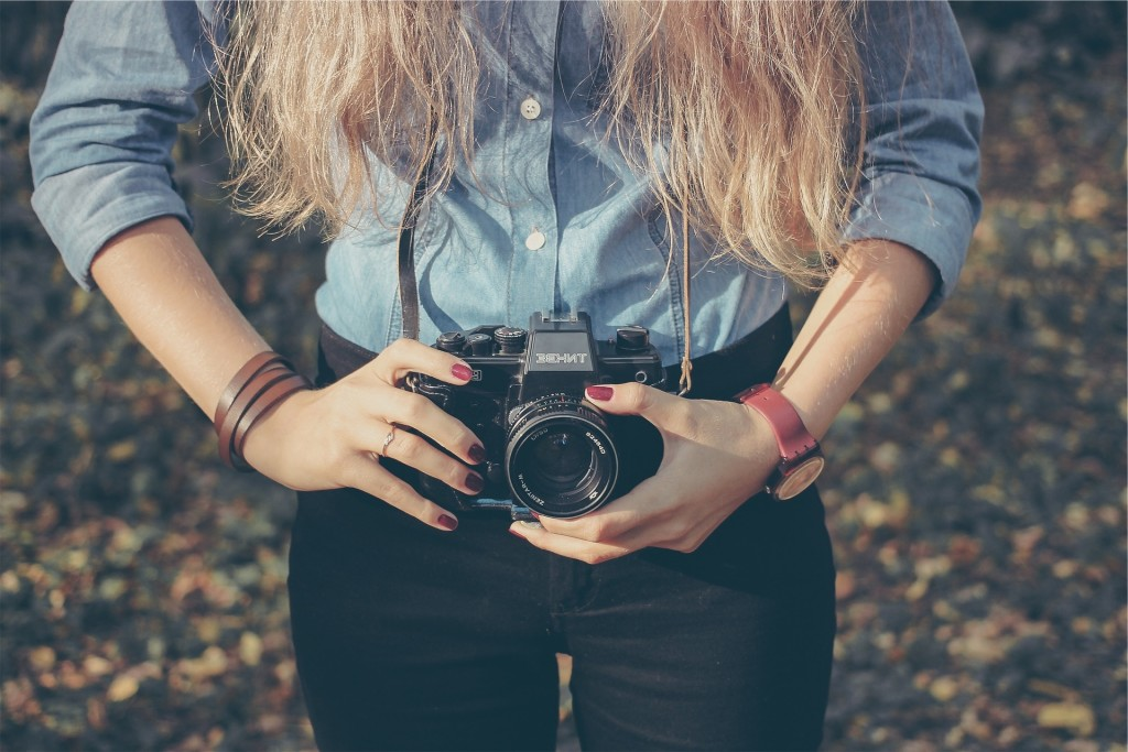 Learn how to take memorable portraits outside of a studio during a free photography class at Mentor Public Library.